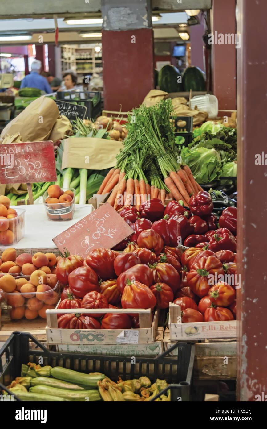 Mercato della frutta della verdura e del pesce Ventimiglia 10 - Stock Image