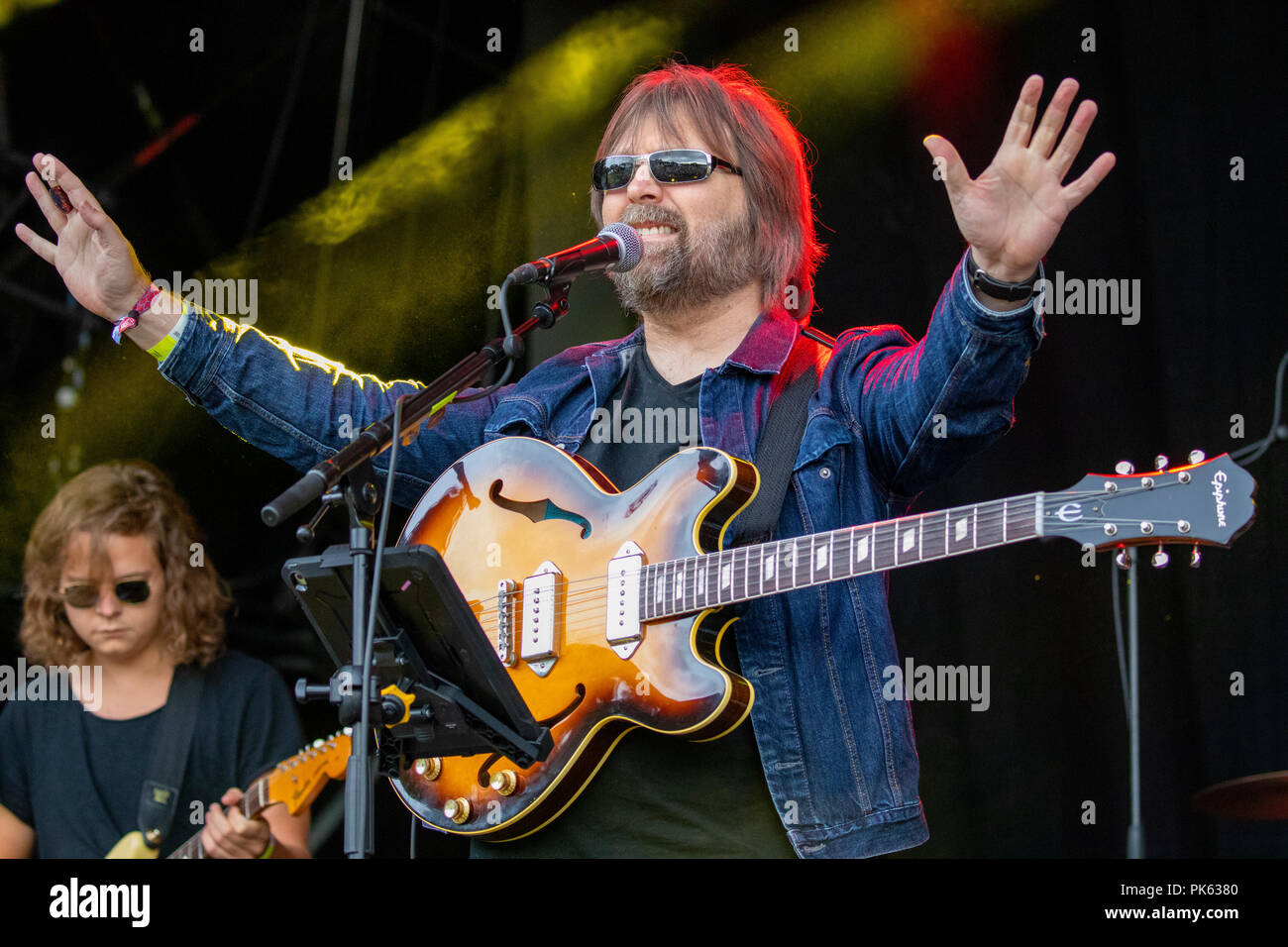 Lead singer Paul Draper and his band on day one of Festival Number 6 - Stock Image