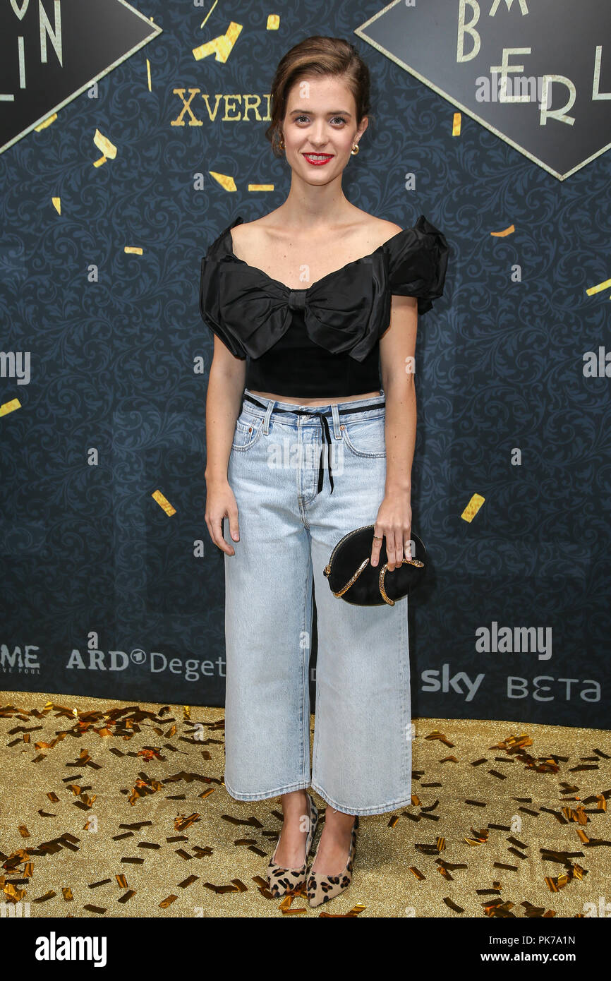 10 September 2018, Berlin: 10.09.2018, Berlin: Liv Lisa Fries as guest at the photo call at the Golden Carpet on the occasion of 'BABYLON BERLIN - Golden Hours' in the Bar Tausend. Photo: Gerald Matzka/dpa-Zentralbild/ZB - Stock Image
