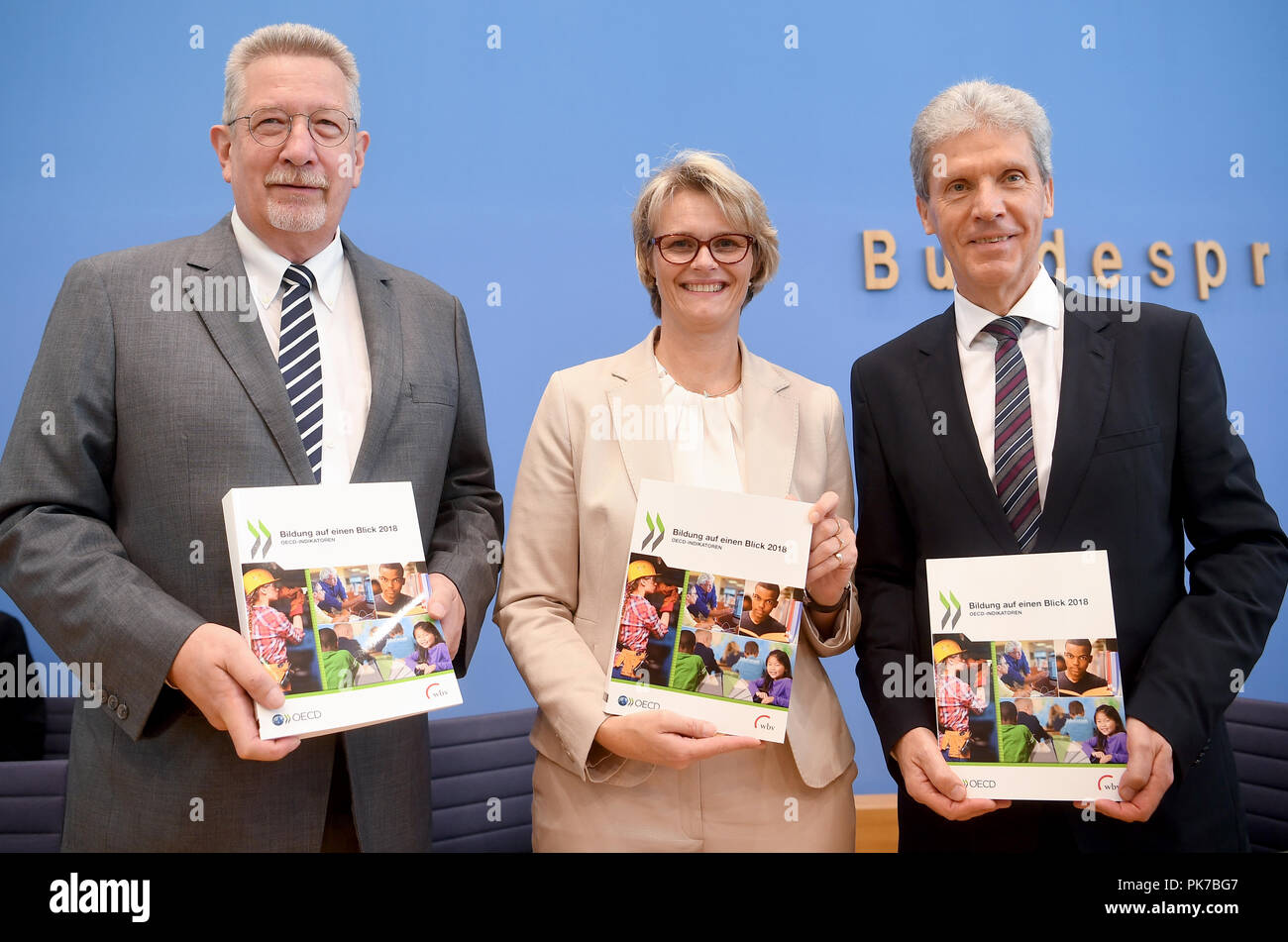 11 September 2018, Berlin: 11.09.2018, Berlin: Heino von Meyer, Head of the OECD Berlin Centre (l-r), Anja Karliczek (CDU), Federal Minister of Education and Helmut Holter, President of the Conference of Education Ministers, at the presentation of the OECD report 'Education at a Glance 2018'. OECD is the abbreviation for the Organisation for Economic Cooperation and Development. Photo: Britta Pedersen/dpa-Zentralbild/dpa - Stock Image