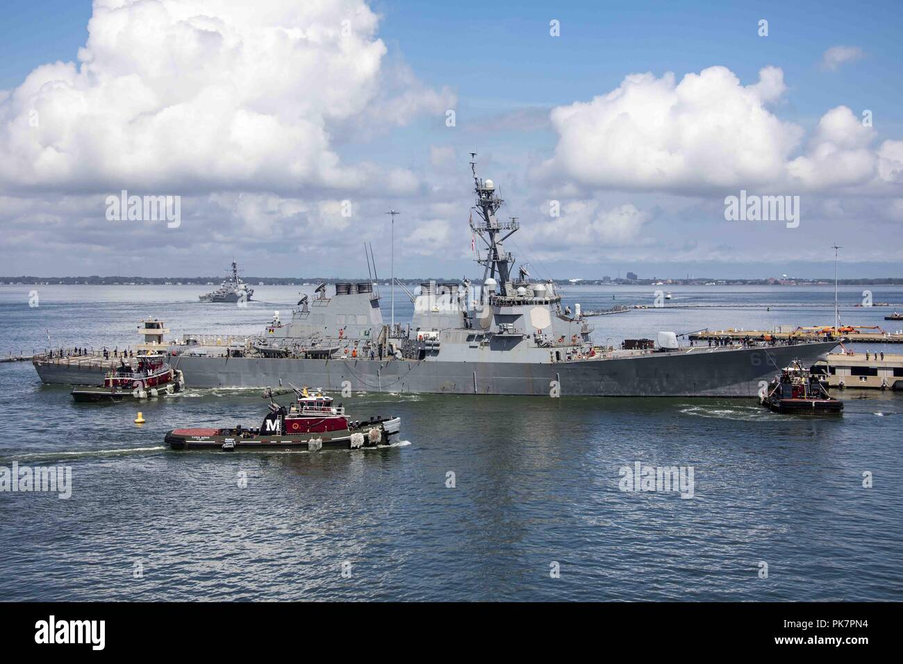 Norfolk, Va, USA. 10th Sep, 2018. NORFOLK (Sept. 10, 2018) The Arleigh Burke-class guided-missile destroyer USS Gonzalez (DDG 66) departs Naval Station Norfolk. U.S. Fleet Forces Command has ordered all U.S. Navy ships in the Hampton Roads area to set Sortie Condition Alpha in preparation for Hurricane Florence. (U.S. Navy photo by Mass Communication Specialist 2nd Class Ryre Arciaga/Released)180910-N-KW492-0035 US Navy via globallookpress.com Credit: Us Navy/Russian Look/ZUMA Wire/Alamy Live News - Stock Image