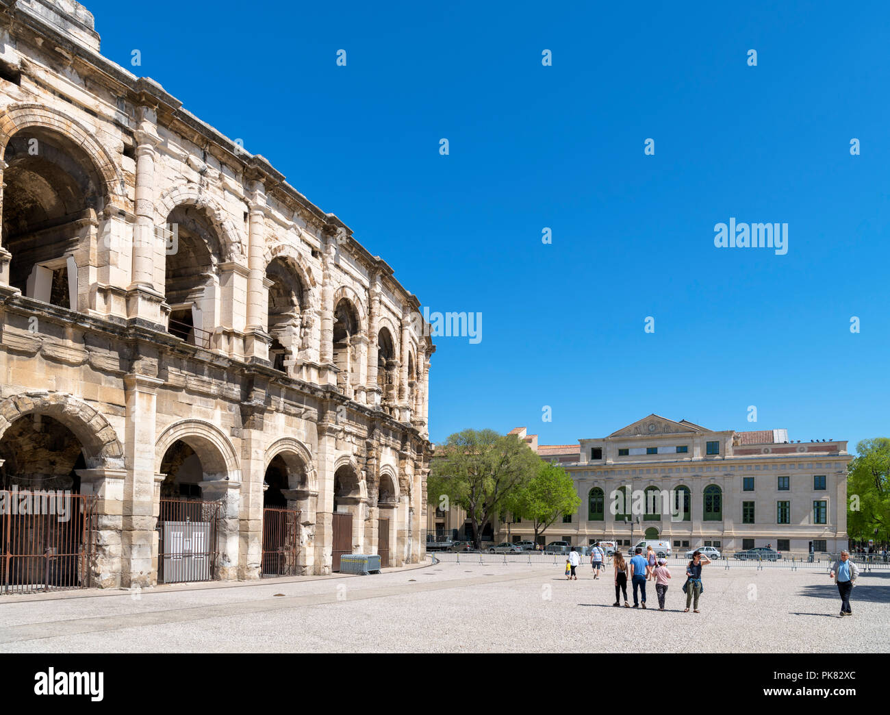 Les Arenes, the 1st century Roman amphitheatre, looking towards the Palais de Justice, Nimes, Languedoc, France - Stock Image