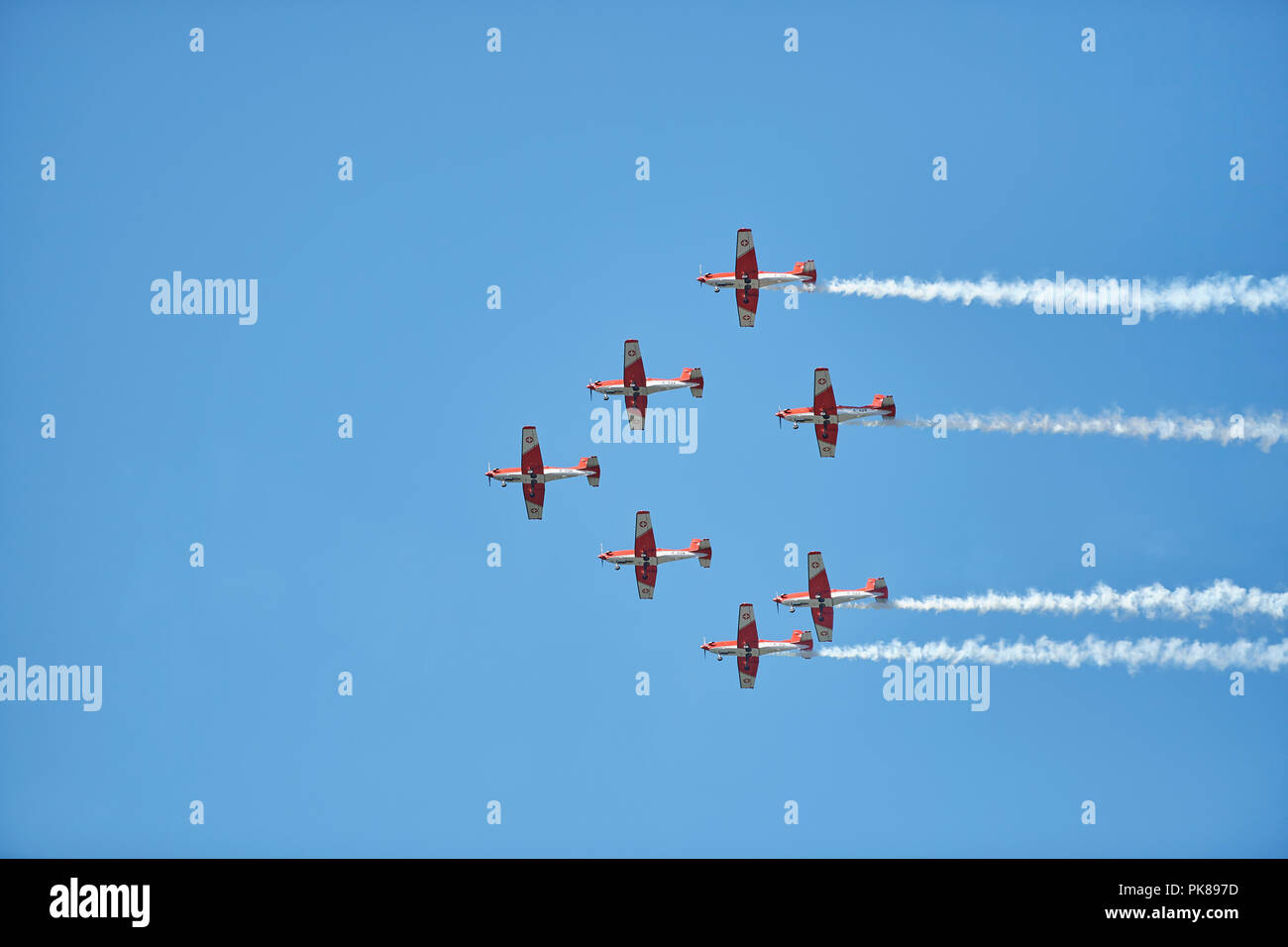 Lenzerheide, Switzerland. 8th September 2018. The Swiss Air Force PC-7 team performs a formation aerobatics showcase during the UCI 2018 Mountain Bike - Stock Image