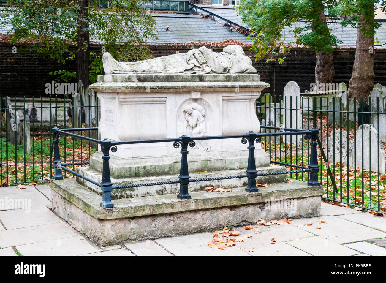 The grave of John Bunyan in Bunhill Fields burial ground, London. The 17th century writer and preacher was author of The Pilgrim's Progress. - Stock Image