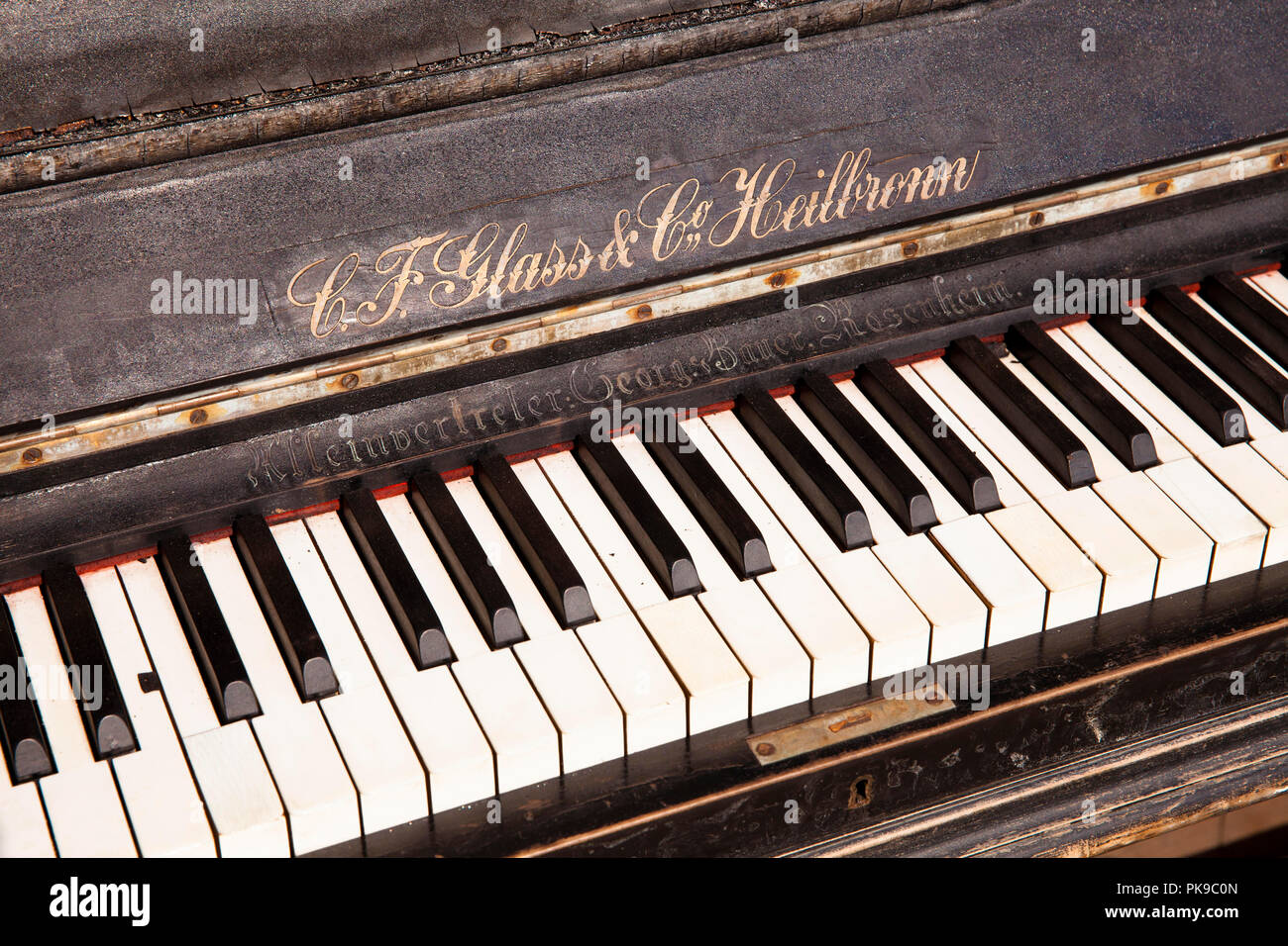 old discarded piano of the manufacturer C. F. Glass & Co. , Cologne, Germany  altes ausrangiertes Klavier von C. F. Glass & Co., Koeln, Deutschland. - Stock Image