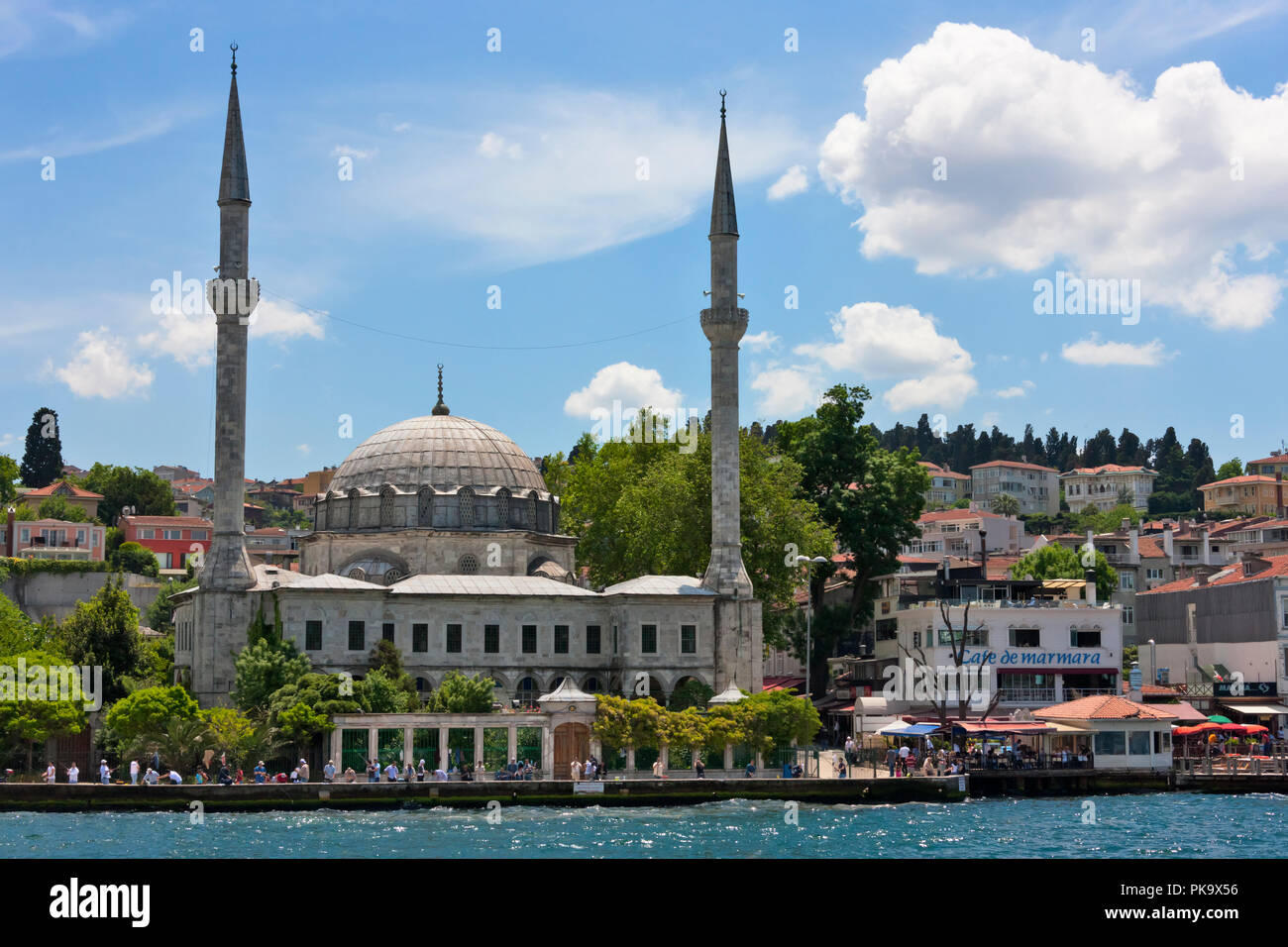 Mosque and buildings on the waterfront on the Asia side, Golden Horn, Istanbul, Turkey - Stock Image
