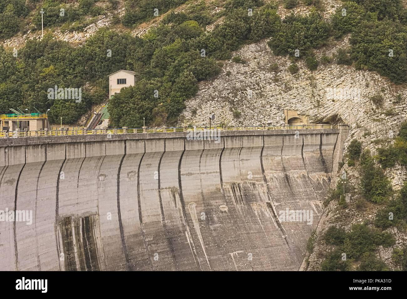 Dike of the Fiastra Lake (Sibillini Mountains, Marche, Italy) - Stock Image