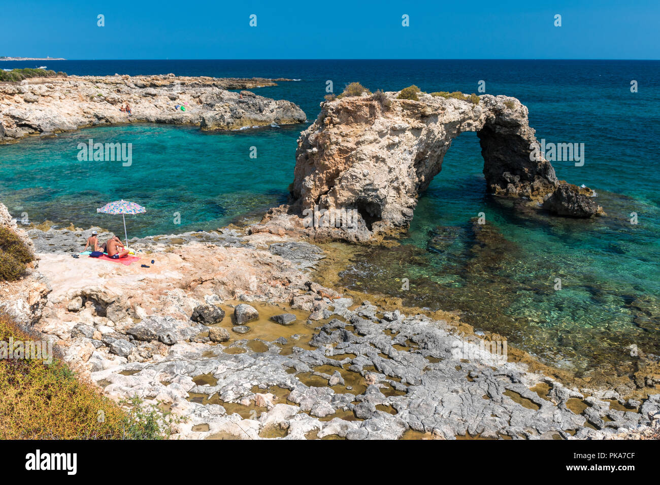 Rocky coastline with a natural arch at punta Asparano, near Siracusa - Stock Image