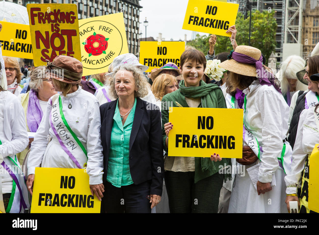 London, UK. 12th September, 2018. Caroline Lucas MP and Baroness Jenny Jones of the Green Party stand with women from across the UK at a 100Women rally in Parliament Square to honour the Suffragettes and to draw attention to the lack of democracy in overturning local votes against fracking. The rally was organised to coincide with a debate on fracking in Westminster Hall. Credit: Mark Kerrison/Alamy Live News - Stock Image