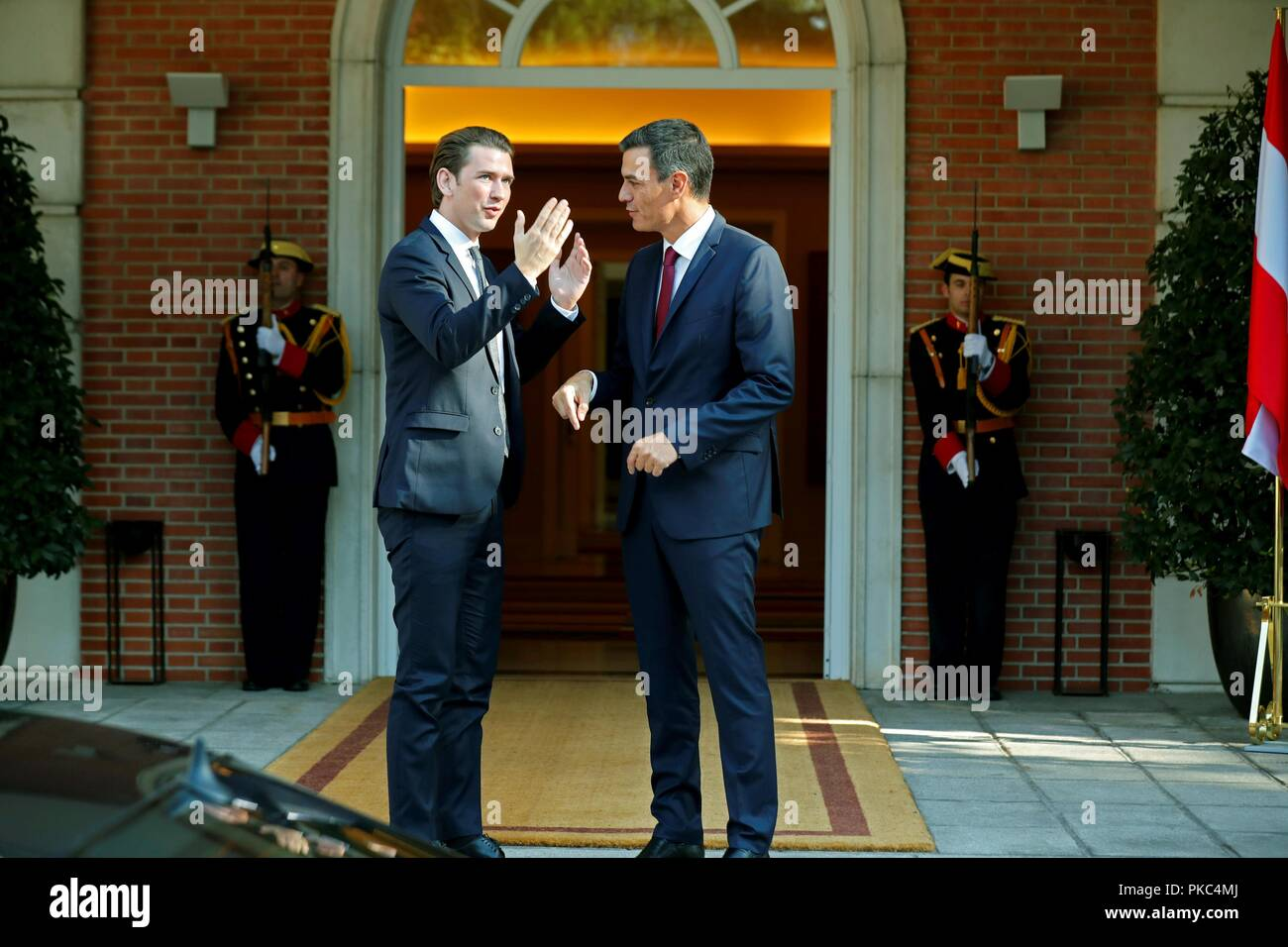 ¿Cuánto mide Pedro Sánchez? - Altura: 1,89 - Real height - Página 4 Spanish-prime-minister-pedro-sanchez-r-welcomes-with-his-austrian-counterpart-sebastian-kurz-l-before-a-meeting-at-la-moncloa-palace-in-madrid-spain-12-september-2018-efekiko-huesca-PKC4MJ