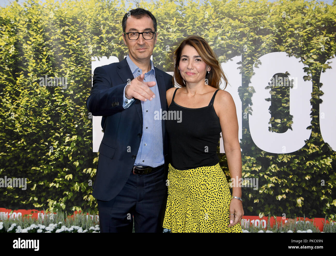 12 September 2018, Berlin: 12 September 2018, Germany, Berlin: Cem Ozdemir, federal chairman of Alliance 90/The Greens, and his wife, journalist Pia Maria Castro, who comes from Argentina, come to the summer party 'BILD100'. Photo: Britta Pedersen/dpa-Zentralbild/dpa - Stock Image