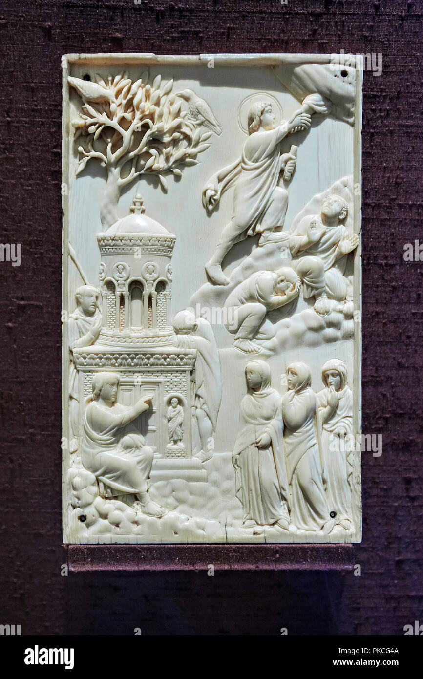Ivory plate, women at the tomb of Christ and the Assumption of the Lord, Milan or Rome, around 400, National Museum, Munich - Stock Image