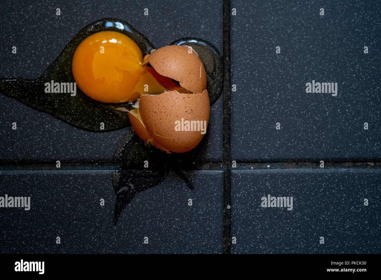 Cracked egg - Stock Image
