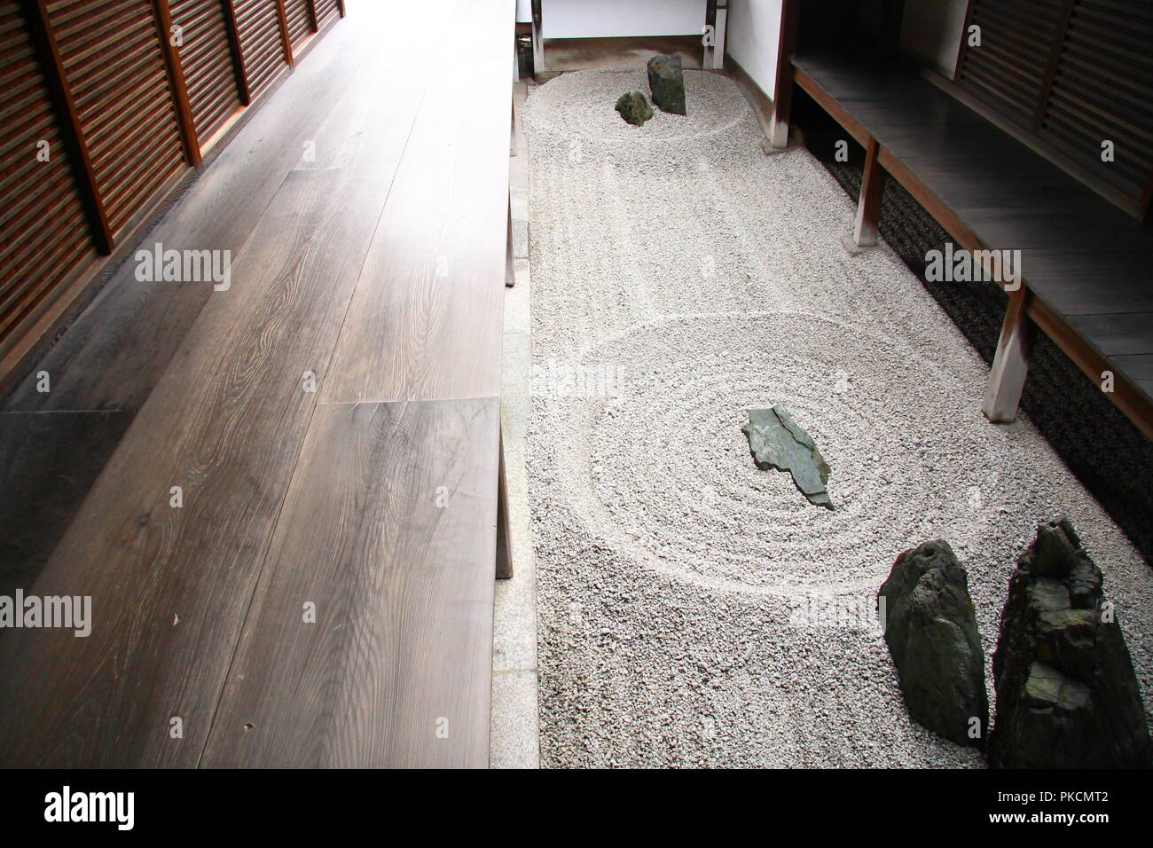Japanese zen garden in Kyoto with big stones and raked gravel - Stock Image