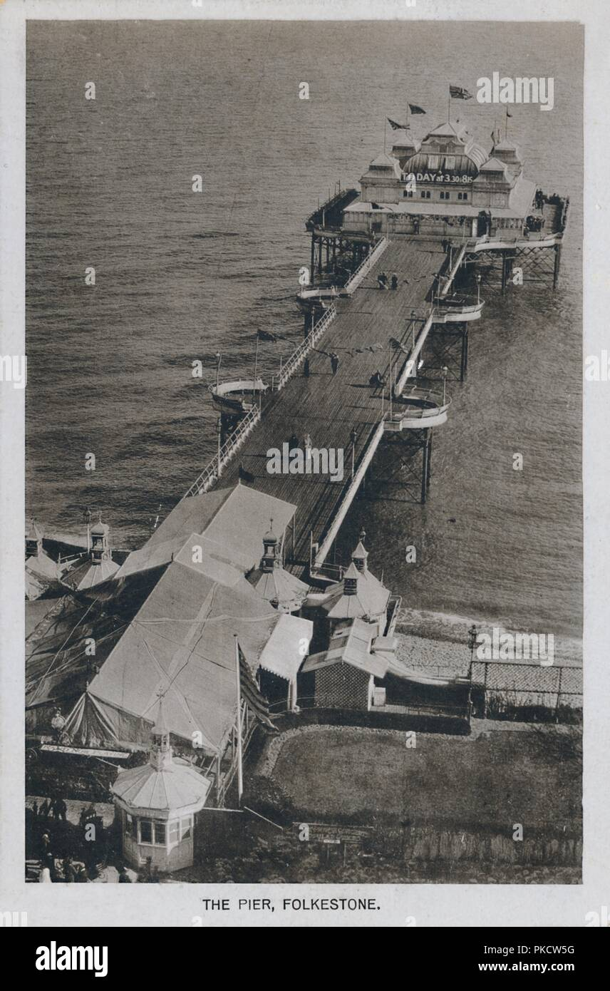 'The Pier, Folkestone', late 19th-early 20th century. The Victoria Pier at Folkestone in Kent, was opened by Lady Folkestone on 21 July 1888. It was damaged by fire in the 1940s and was demolished in 1952. [L.A. Datte, Folkestone, c1890-1910] - Stock Image