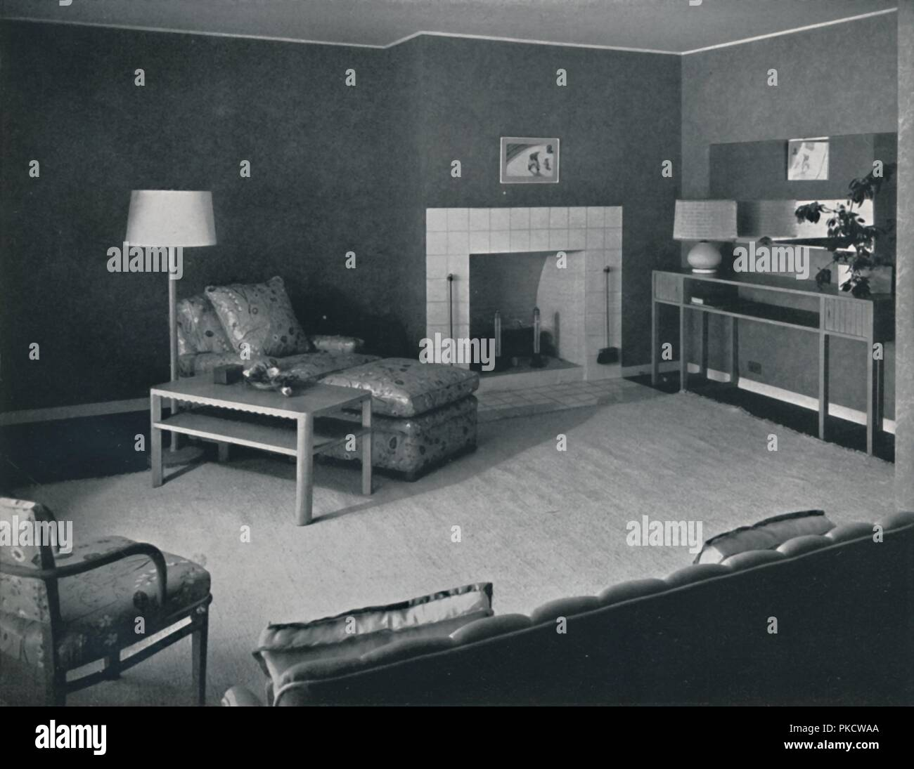'Bedroom in the house of Mr. Anatole Litvak in Saint Monica, California', USA, 1942. Architects: Douglas Honnold and George Vernon Russell. Home of film director Anatole Litvak, with interior design by fellow director Harold W Grieve. Tiled fireplace, pickled oak furniture, cotton rug, flowered chintz upholstery, lampshade of woven reed, cellophane and raw silk. From Decorative Art 1942 - The Studio Year Book, edited by C. G. Holme. [The Studio Ltd., London, 1942] - Stock Image