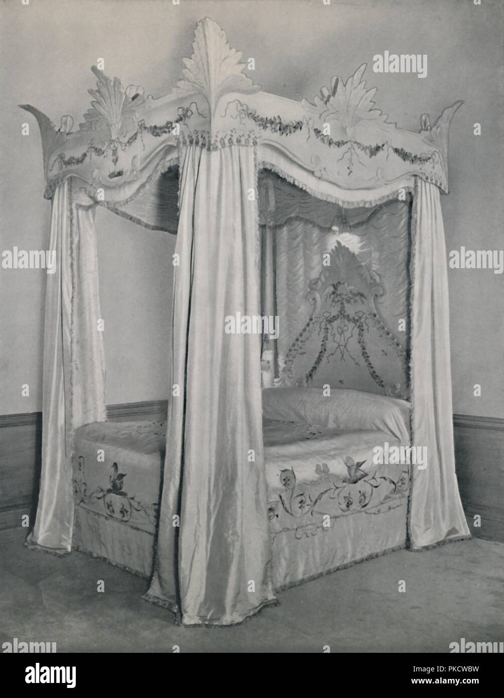 'Four-post bed', 1933. Designed by Elwes Ltd, London, for the Yorkshire house of the Viscountess Allendale, (Violet Lucy Emily Seely). Canopy carved to represent bunched feathers - bedspread, valance, curtains of taffeta with applied antique embroidery. From Decorative Art 1933 - Year-Book of The Studio, edited by C. G. Holme. [The Studio Ltd., London, 1933] - Stock Image