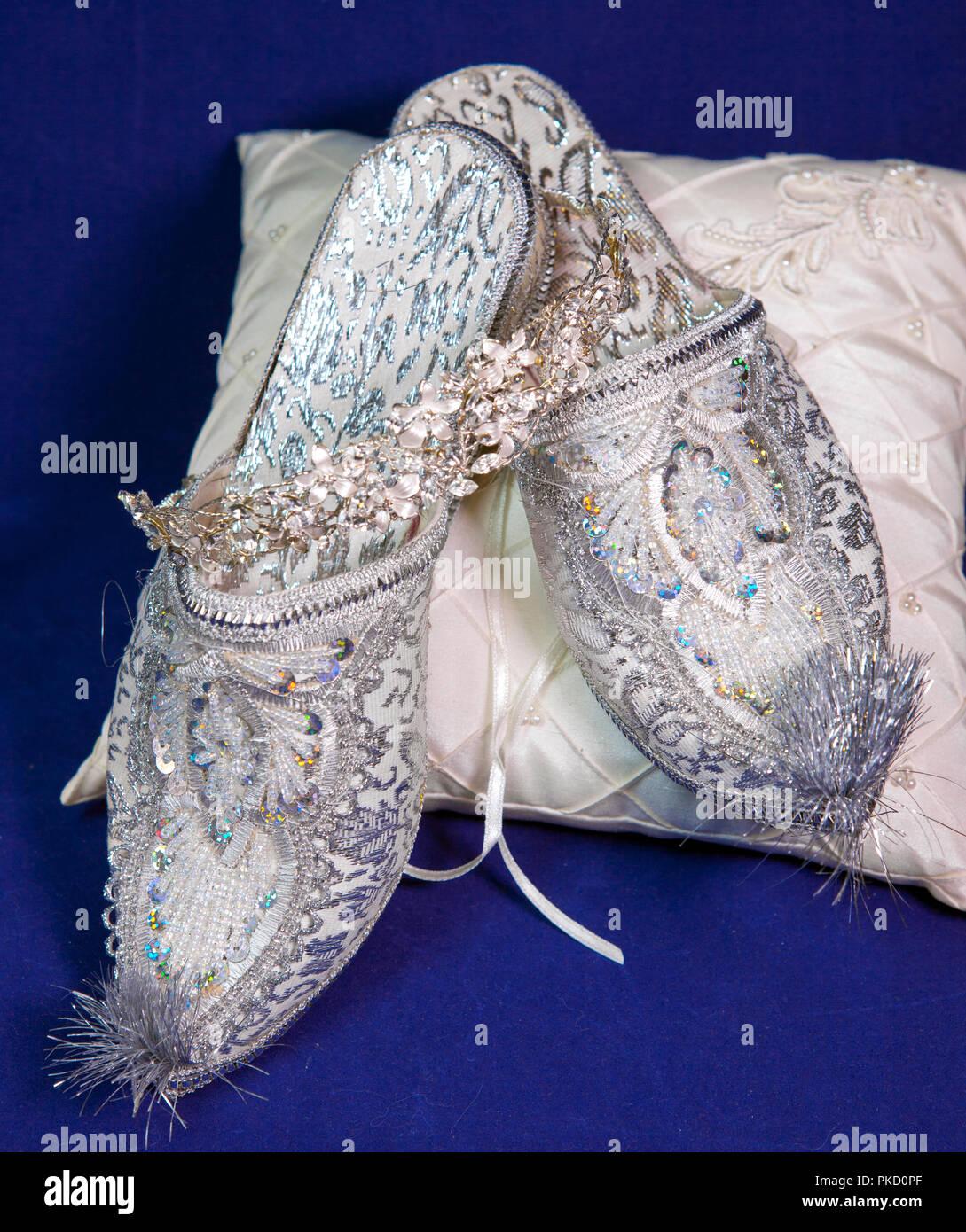 East style bride wedding shoes on a blue velvet - Stock Image