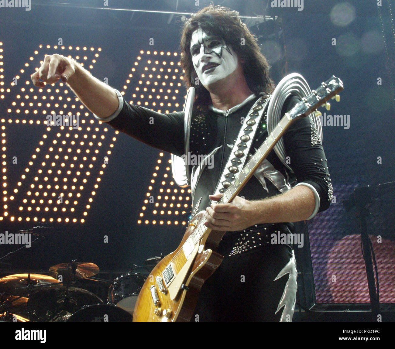 Kiss Tommy Thayer Makeup: Tommy Thayer Of KISS Performs At Lakewood Amphitheatre In