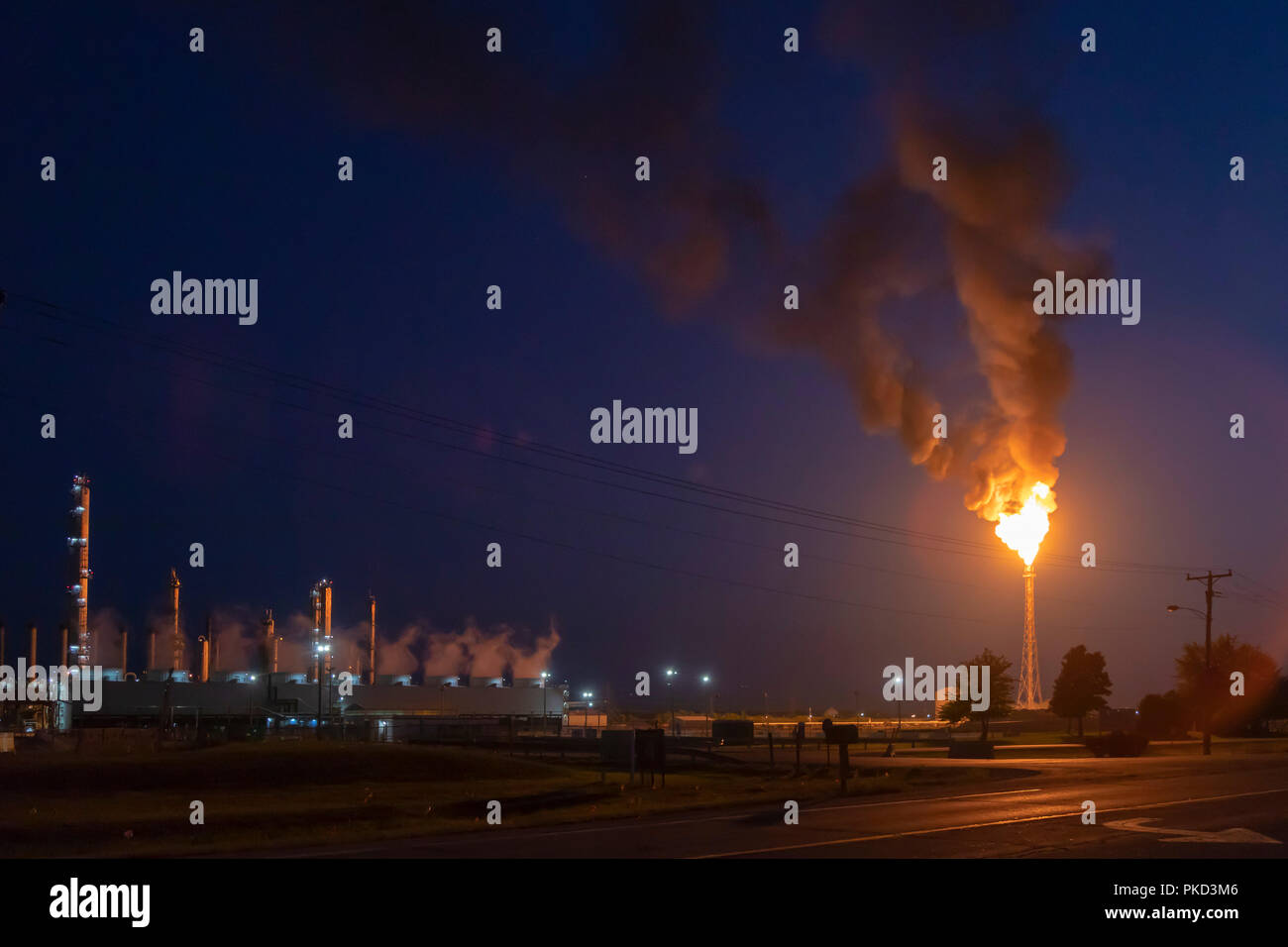 Morris, Illinois - A large gas flare at LyondellBasell's Equistar Chemicals plant. - Stock Image