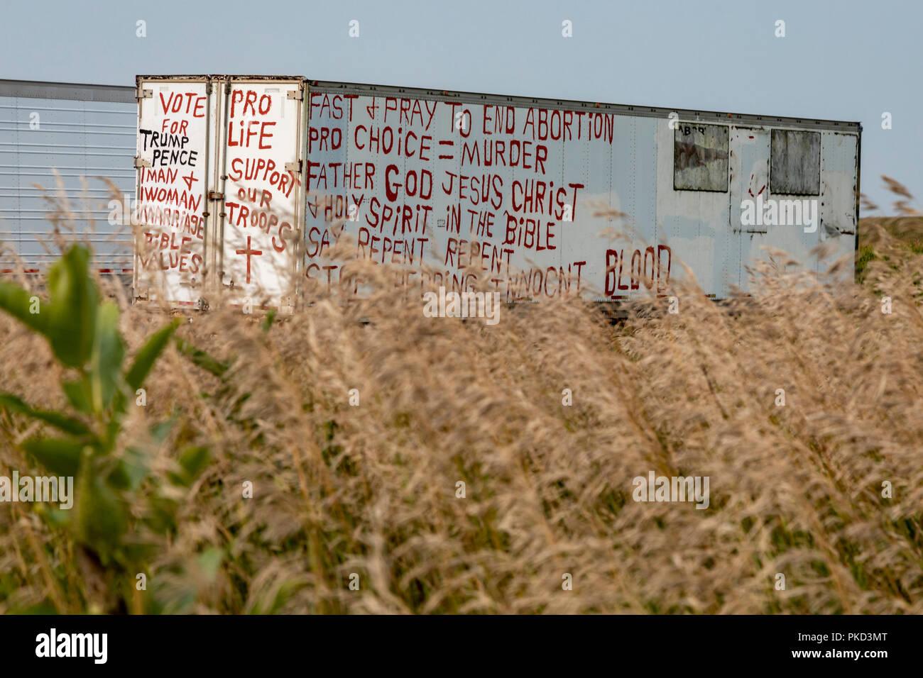 Dixon, Nebraska - A trailer on an eastern Nebraska farm carries the political opinions of the resident. - Stock Image