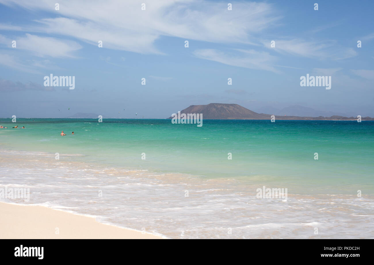 Los Lobos island in the middle of the turquoise waters of the Atlantic Ocean, Corralejo, Fuerteventura, Canary Islands, Spain - Stock Image