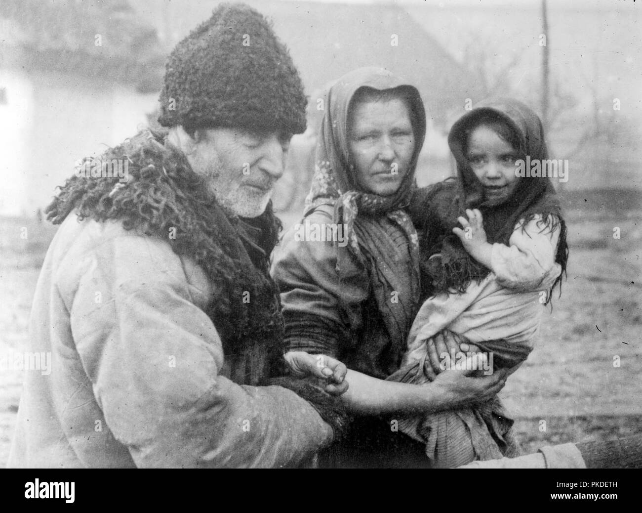 Polish peasant refugees. Polish man, woman and child during World War I - Stock Image