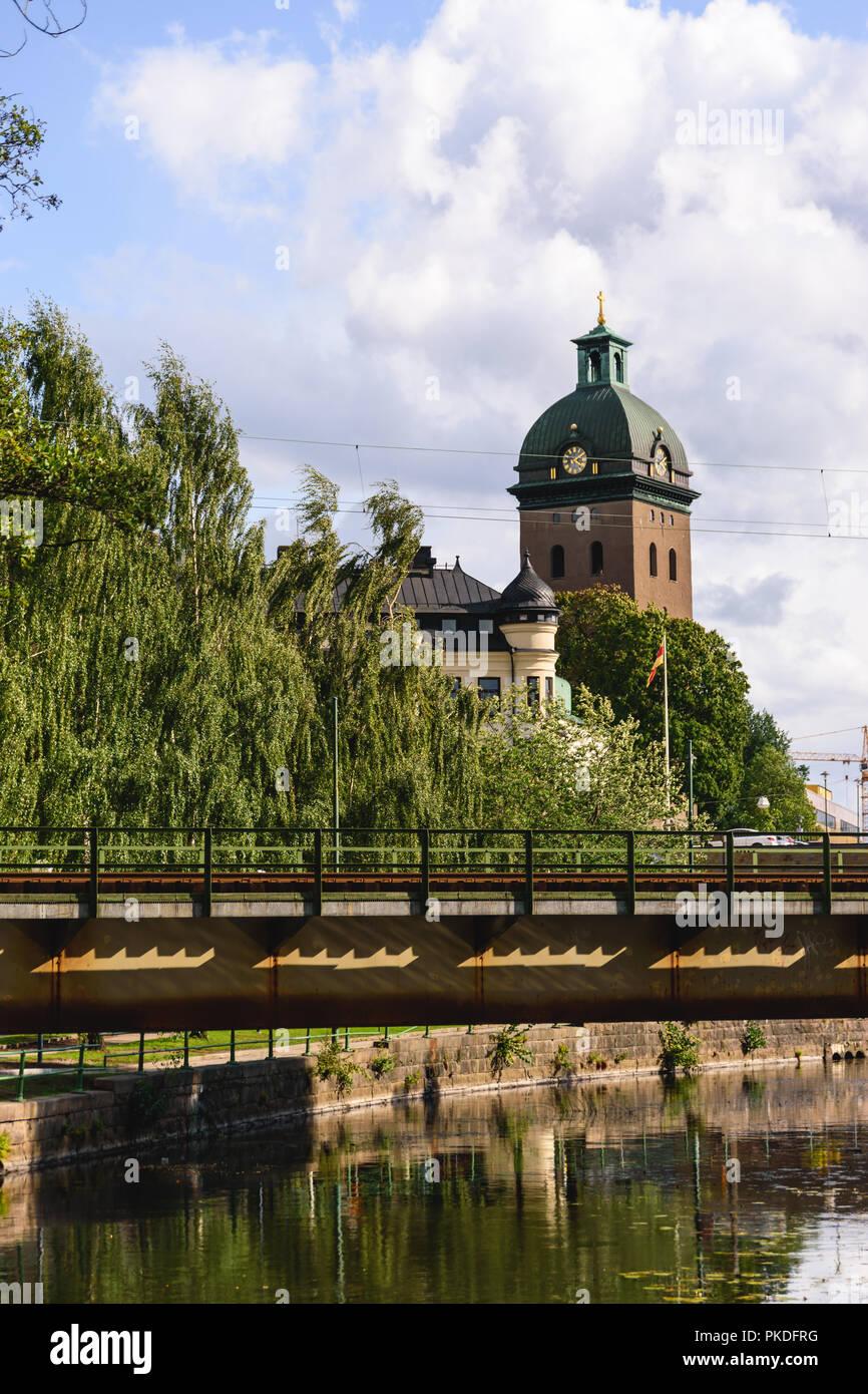 Caroli kyrka och frsamlingshem - Svenska kyrkan i Bors
