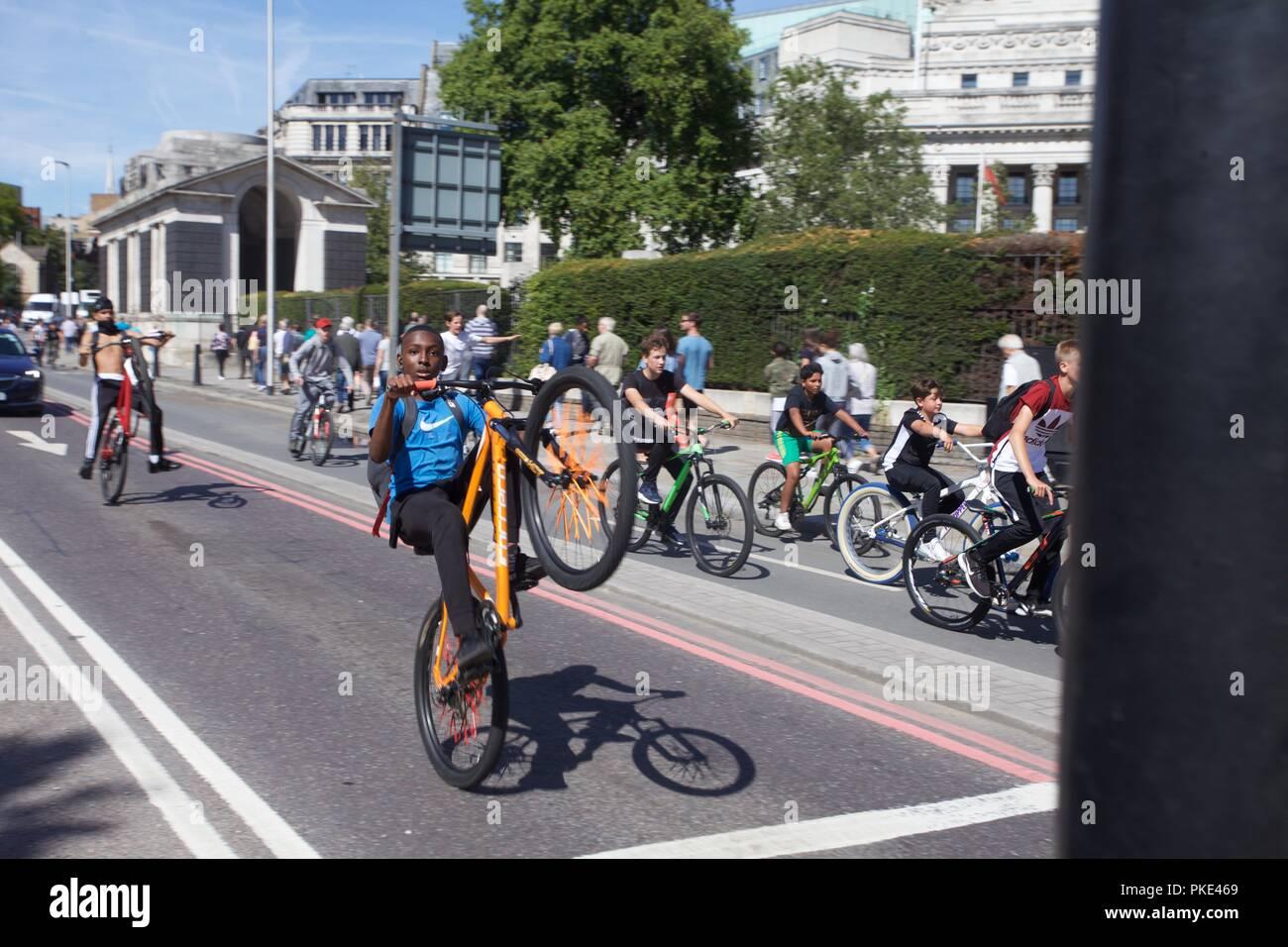 teenage street stunts on bikes - Stock Image