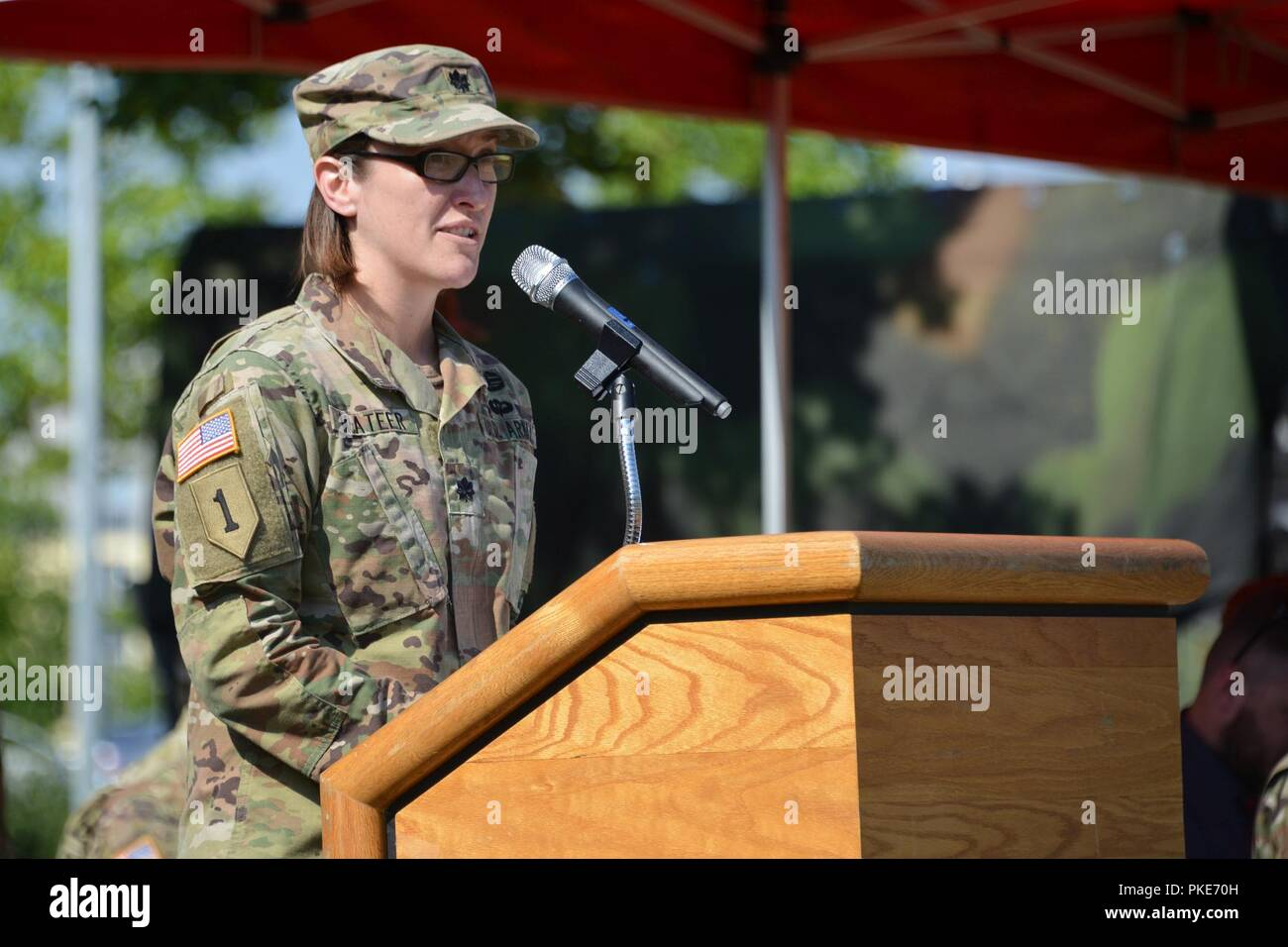 The 44th Expeditionary Signal Battalion Commander U S Army Lt Col Heather Mcateer Delivers A Speech During The Battalion S Change Of Responsibility Ceremony At Tower Barracks Grafenwoehr Germany July 27 2018 Stock Photo Alamy