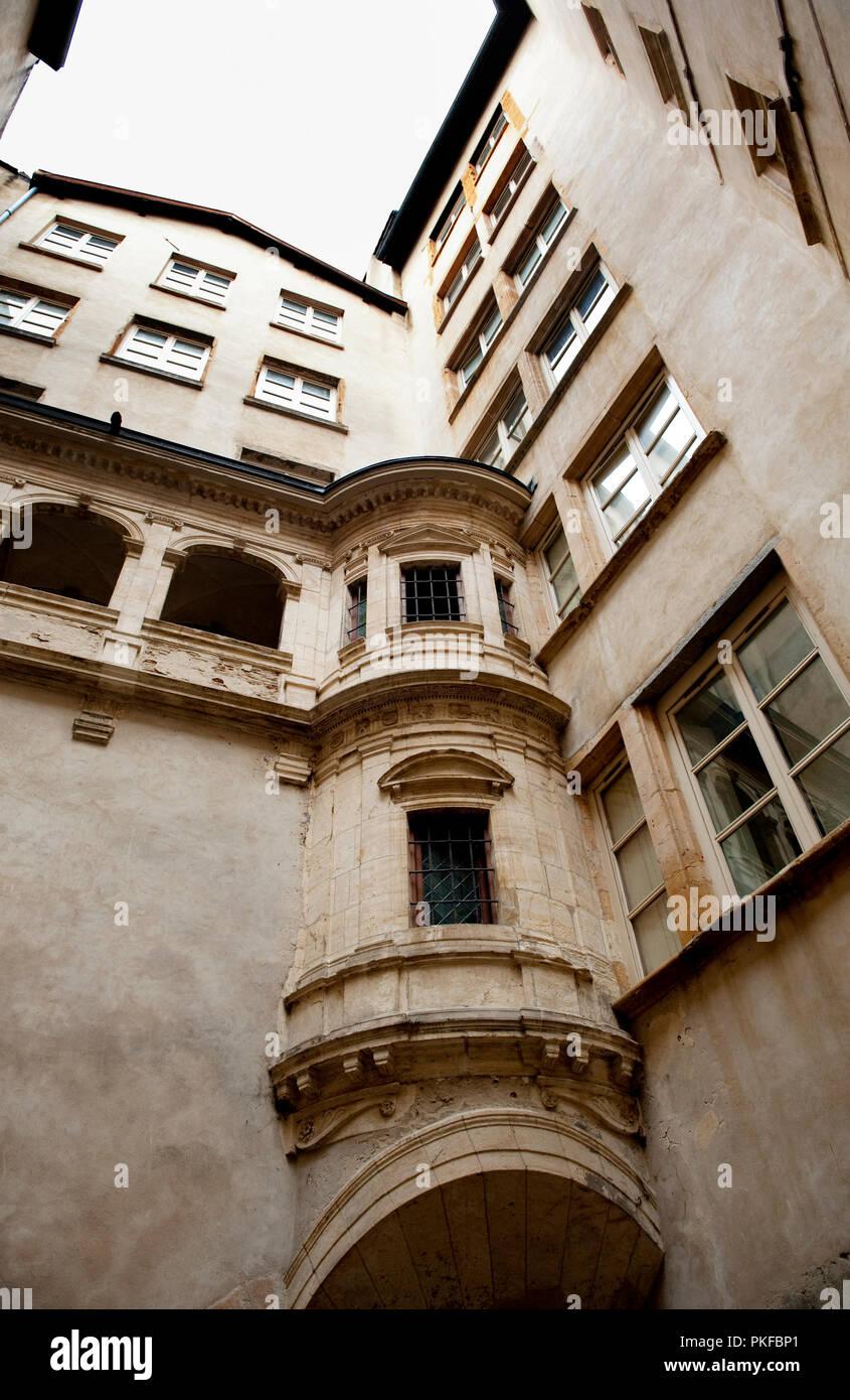 The Hôtel de Bullioud traboule passageway in the old quarter of Lyon (France, 07/12/2009) - Stock Image