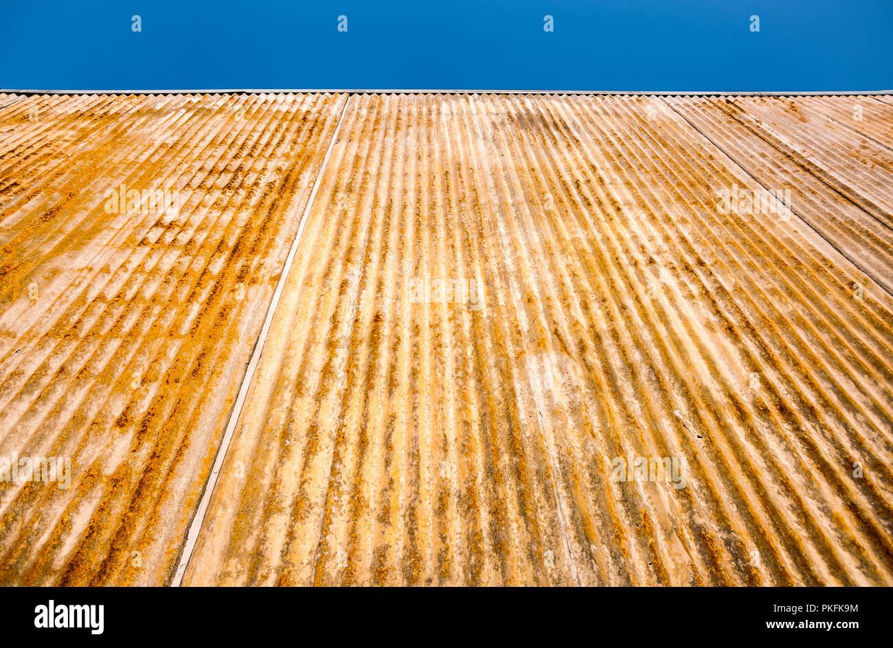 Rusted corrugated iron sheeting - Stock Image