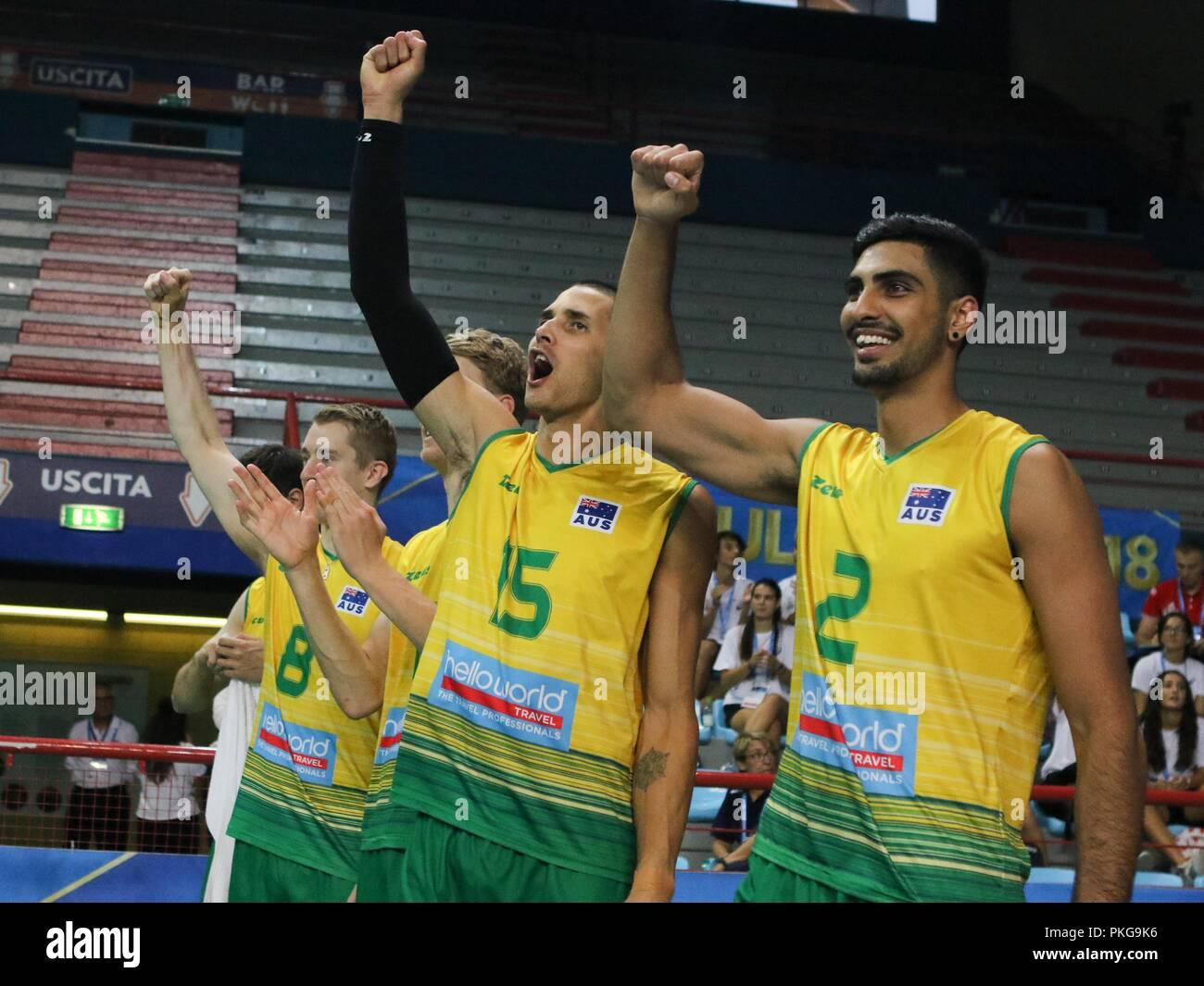 Bari (Italy), 13th September 2018: Australia bench players support their teammates during pool C match Australia vs USA at FIVB Volleyball Men's World Championship 2018. Credit: NICOLA MASTRONARDI/Alamy Live News - Stock Image