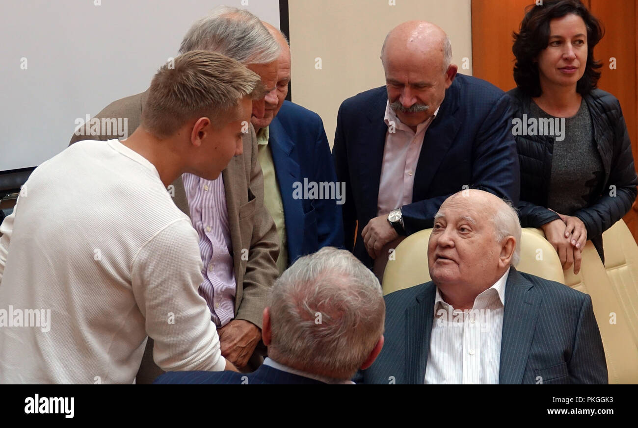 When and for what was the Nobel Prize awarded to Gorbachev