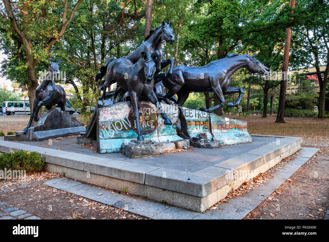 Berlin Dahlem Bronze Sculpture Of Five Wild Horses Jumping Over Remains Of Berlin Wall Gift From Usa To Fdr Commemorates The Day The Wall Fell Stock Photo Alamy