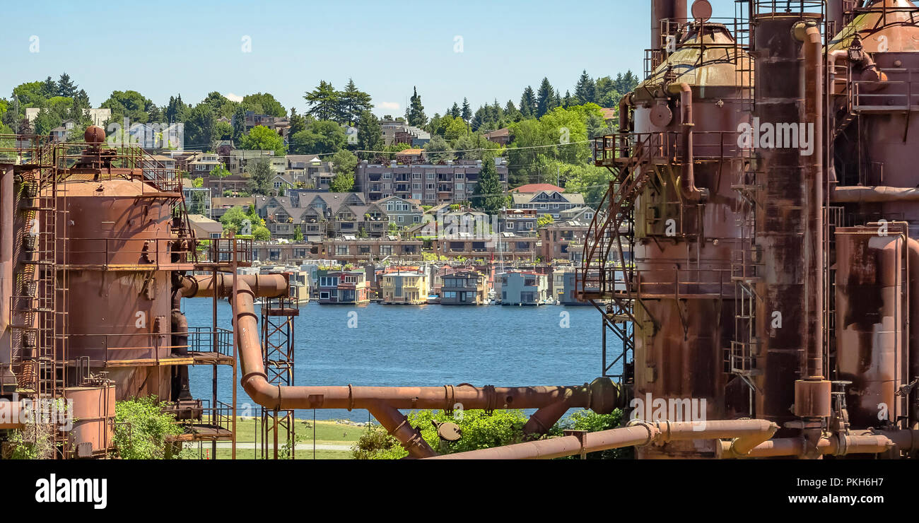 Old gas plant with view of Lake Union and city - Stock Image