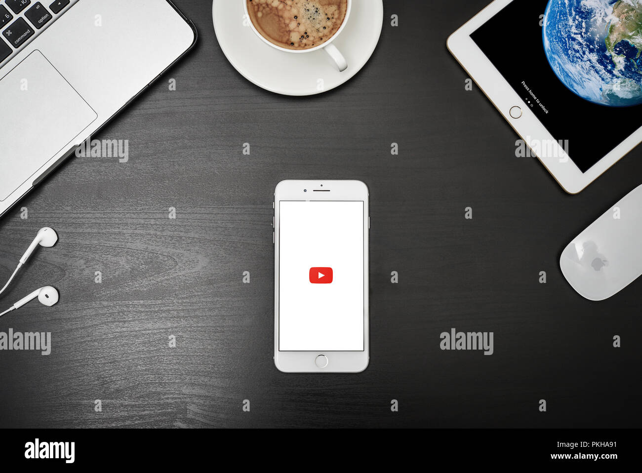 youtube app playing black screen