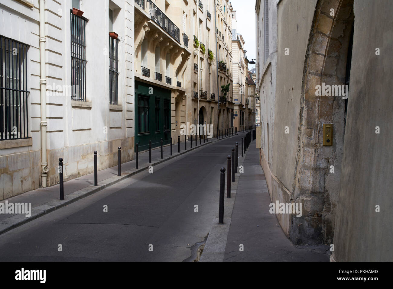 Narrow empty street on the left bank in Paris, France - Stock Image
