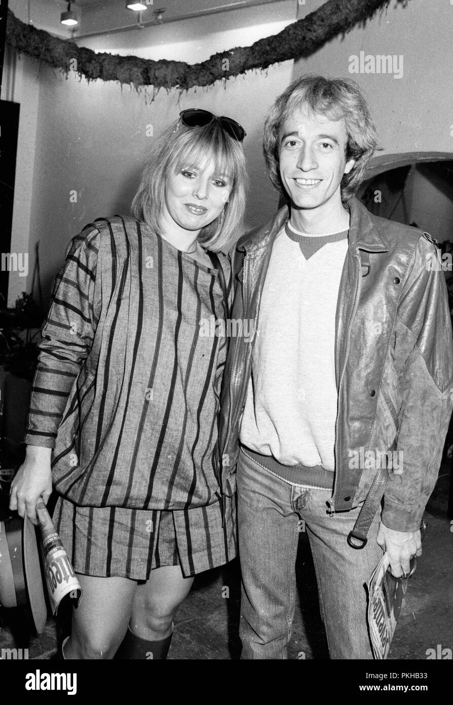 UK. *** Robin Gibb (62 Years old), singer with the legendary British band the Bee Gees, was in a coma in hospital Sunday after contracting pneumonia in his battle against cancer.*** Robin Gibb and his wife, Dwina. Circa 1980s. Ref: LMK11-33463TSTO-160412 Stoddart/Landmark/ MediaPunch - Stock Image