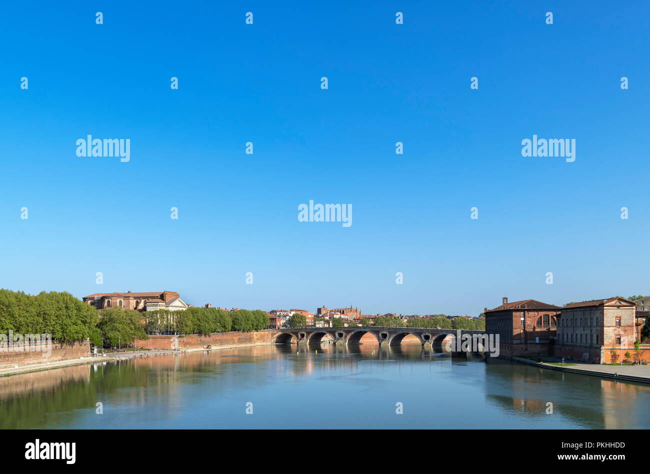 View from the Pont Saint-Pierre (St Pierre Bridge) over the River Garonne looking towards the Pont Neuf,Toulouse, Languedoc, France - Stock Image