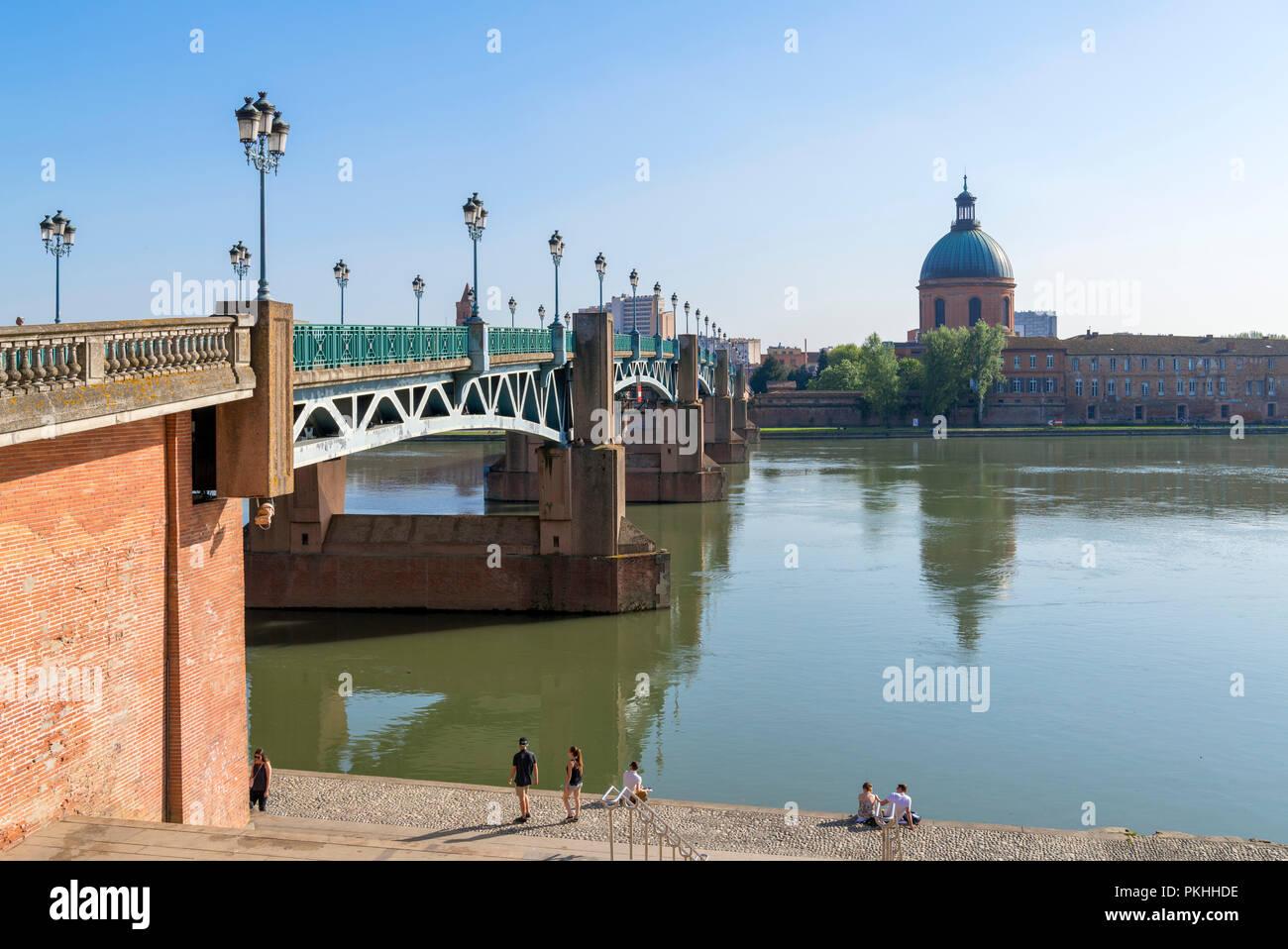 Pont Saint-Pierre (St Pierre Bridge) over the River Garonne looking towards Chapelle Saint-Joseph de la Grave,Toulouse, Languedoc, France - Stock Image