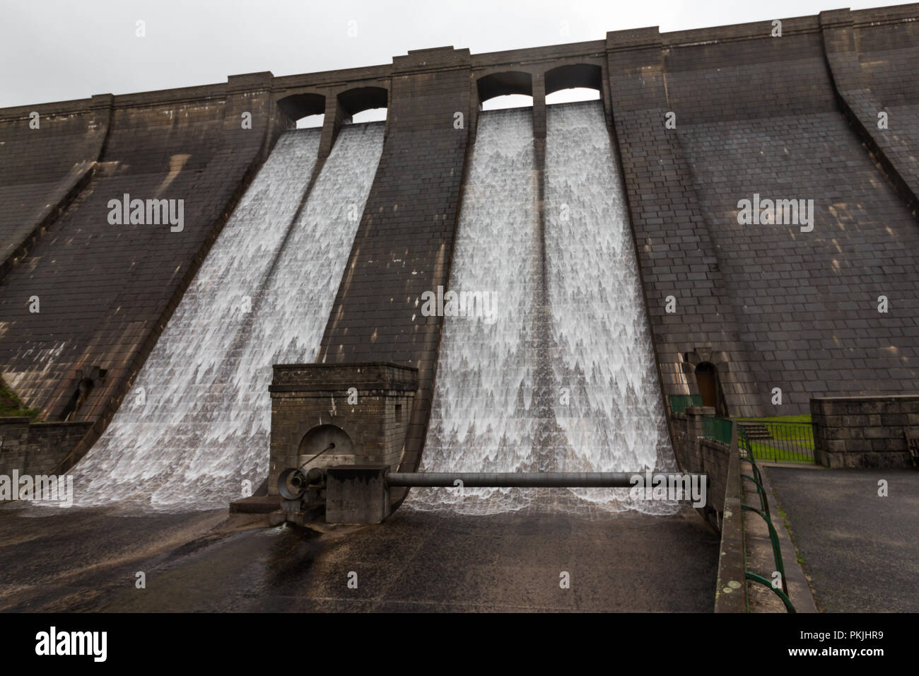 Water is cascading down the dam wall at Ben Crom Reservoir in the heart of the Mourne Mountains, N.Ireland. - Stock Image