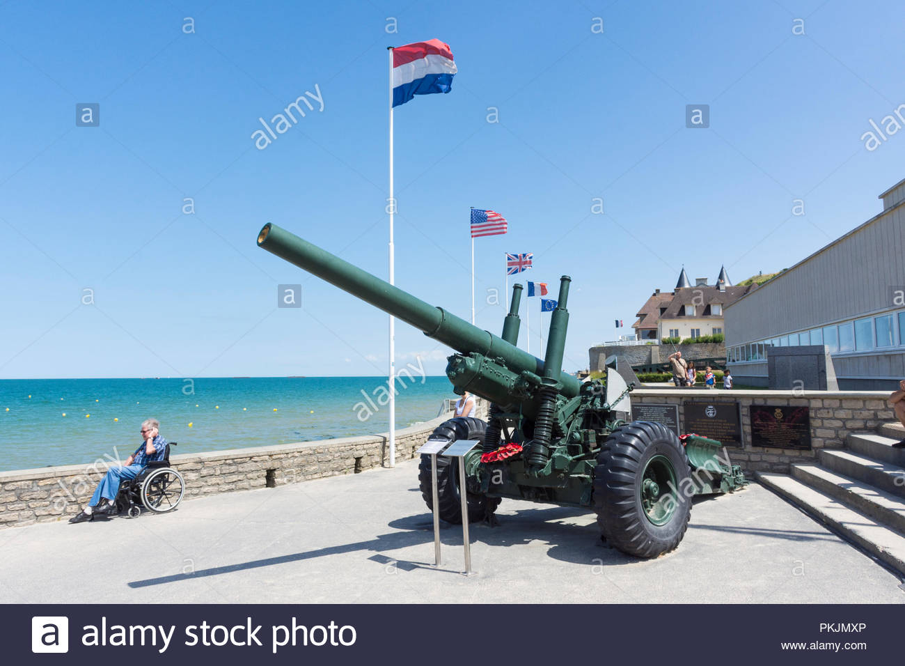 5.5 inch medium field gun at Arromanches in Normandy, France, the main site of the British D-Day landings on Gold Beach in 1944 - Stock Image