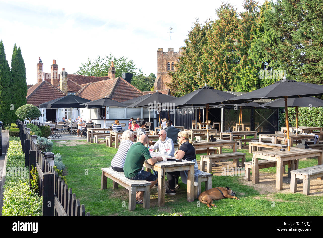 Beer garden at the 17th century The Black Horse Pub, Windmill Road, Fulmer, Buckinghamshire, England, United Kingdom - Stock Image