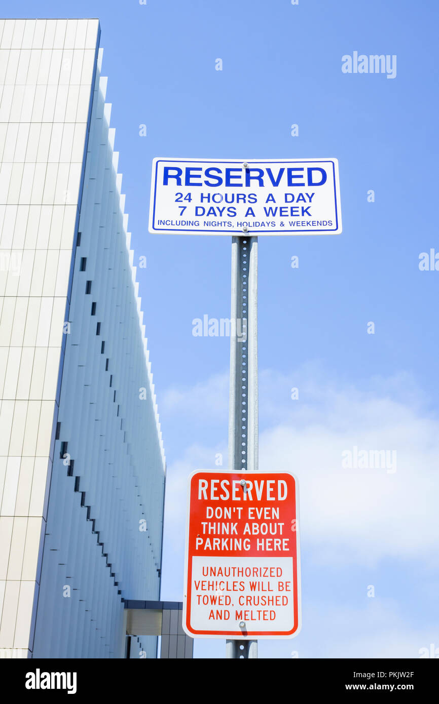 Extreme warning on parking sign - Stock Image