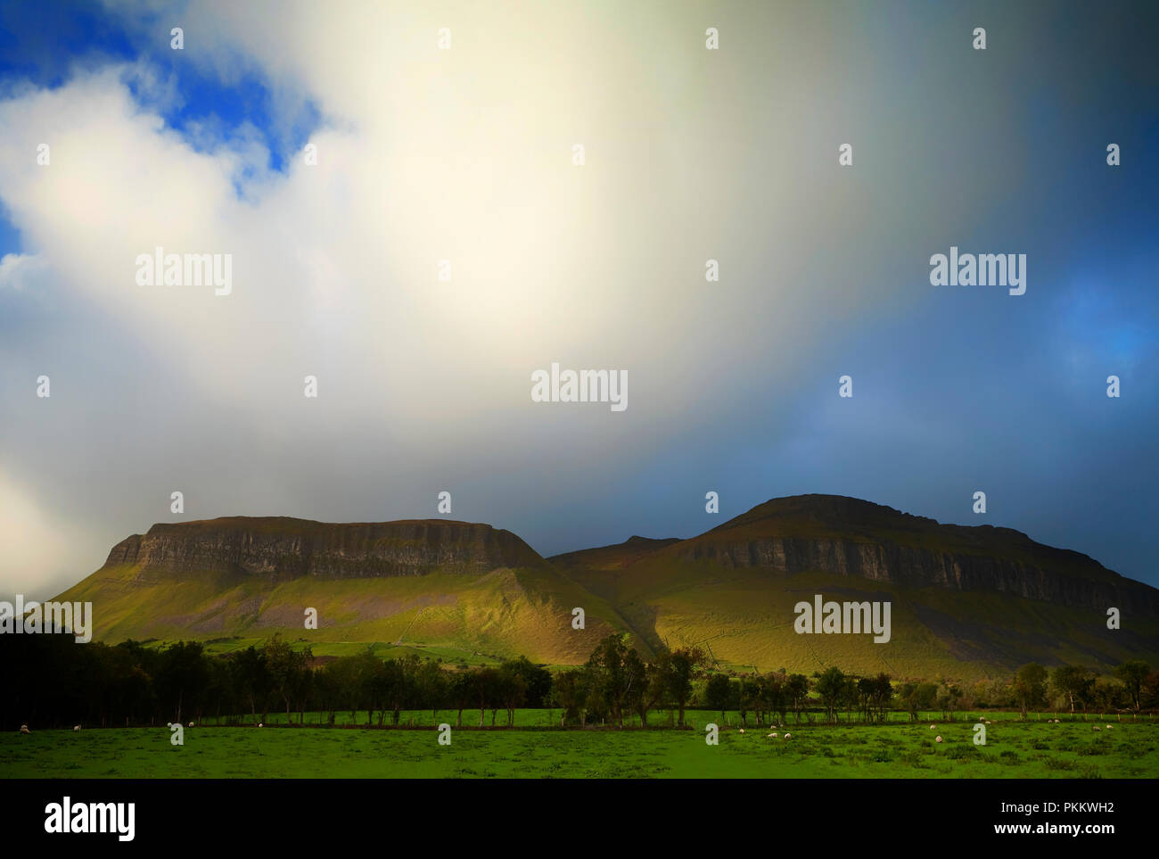 Stormy Weather Over King's Mountain and Ben Bulben aka Benbulben, part of the Dartry Mountains,sometimes called 'Yeats Country' County Sligo, Ireland - Stock Image