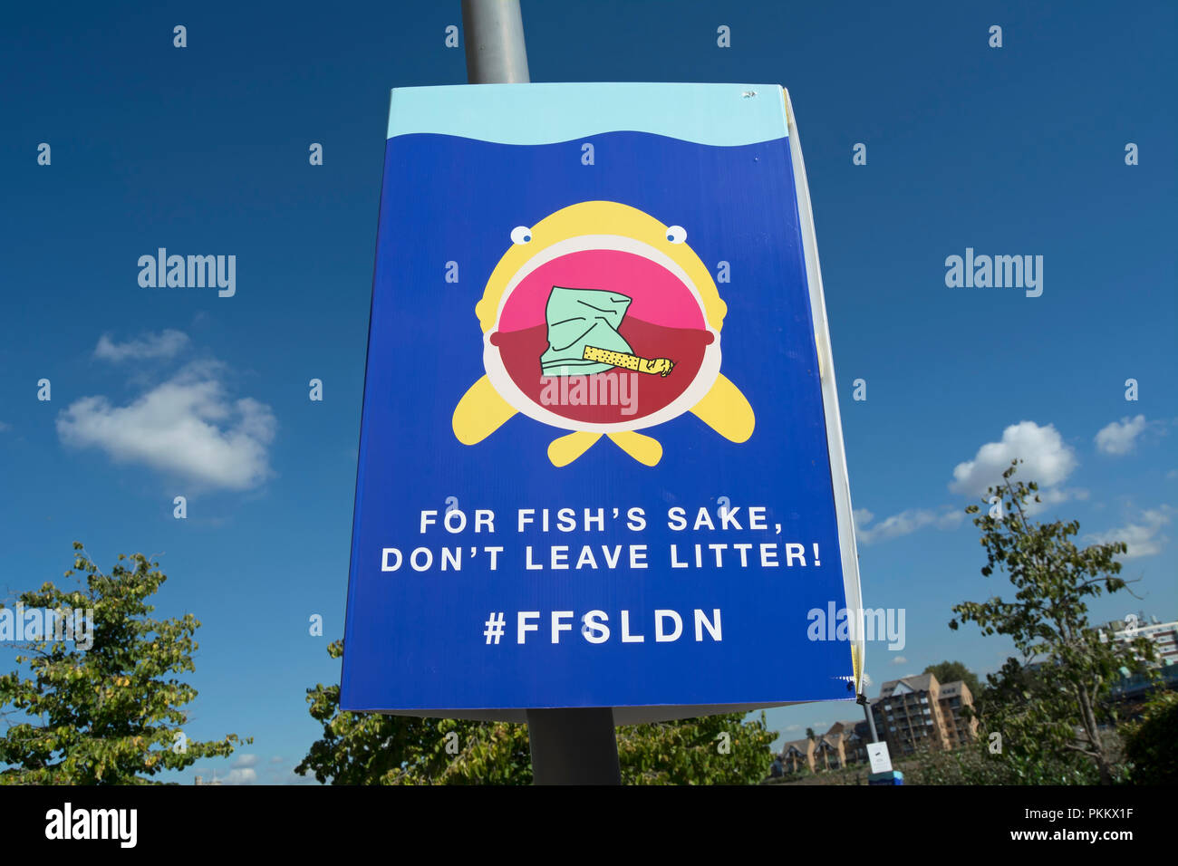 for fish's sake don't leave litter, no littering sign by the river thames in putney, london, england placed by the environmental charity, hubbub - Stock Image