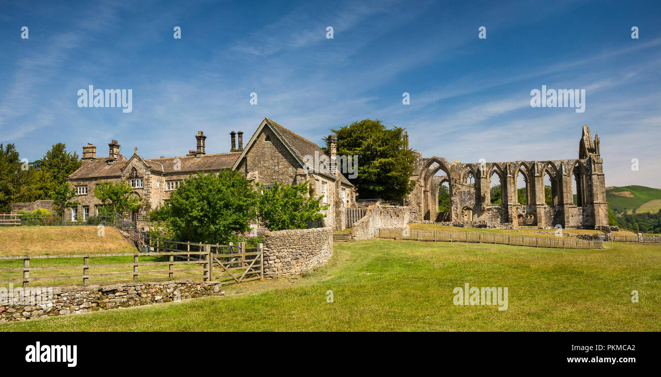 UK, Yorkshire, Wharfedale, Bolton Abbey, Church Office and ruins of 1154 Augustinian Priory, panoramic - Stock Image