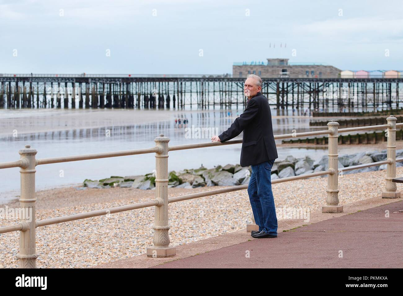 Hastings, East Sussex, UK. 14th Sep, 2018. UK Weather: Cloudy with a drop in temperature but pleasant morning in the seaside town of Hastings. © Paul Lawrenson 2018, Photo Credit: Paul Lawrenson / Alamy Live News - Stock Image