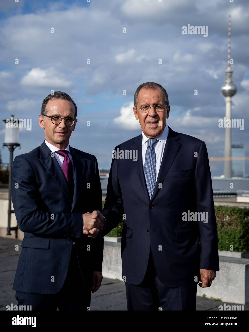 Berlin, Germany. 14 September 2018, Berlin: 14 September 2018, Germany, Berlin: Heiko Maas (SPD), German Foreign Minister, and Sergei Lavrov, Russian Foreign Minister, shake hands on the roof terrace of the Foreign Office. Earlier, Maas and Lavrov gave a press conference after an interview. Photo: Kay Nietfeld/pool/dpa Credit: dpa picture alliance/Alamy Live News - Stock Image
